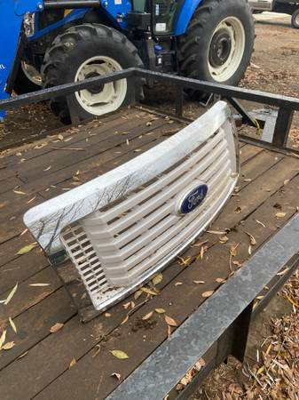 Photo Grill for 2011 Ford F150 - $200 (Benton city)
