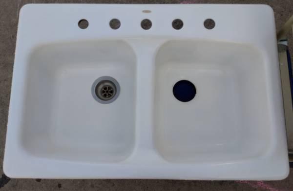 Photo Kohler cast iron kitchen sink - $40 (Walla Walla)