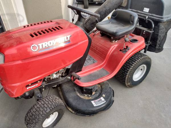 Photo Lawn Tractor For Sale - $275 (Richland)