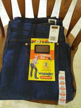 Photo NEW.. WRANGLER COWBOY CUT JEANS WITH TAGS - Size 42 x 34 - $12 (Kennewick)