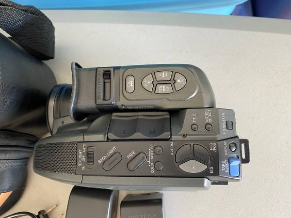 Photo Panasonic Palmcorder IQ PV-D406 - $300 (Kennewick)