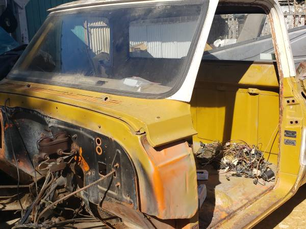 Photo Parting out 1969 Chevy 34 44 - $1 (Kennewick)