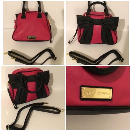 Photo Red and black purse - $25