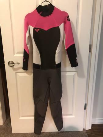 Photo Roxy womens Wet suit - $25 (Pasco)