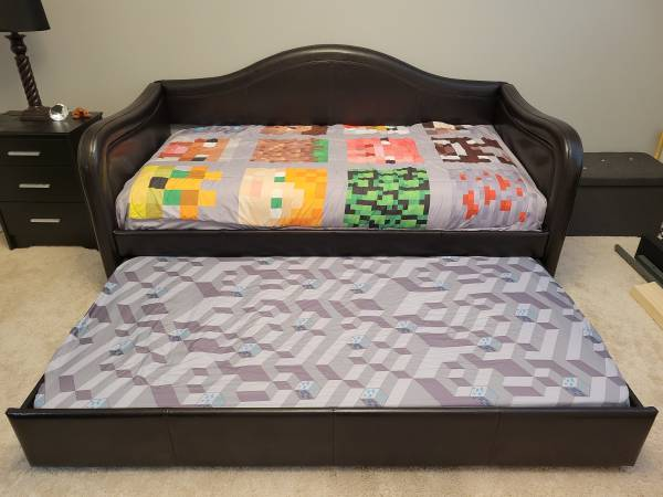 Photo Twin double bed. - $425 (Kennewick)