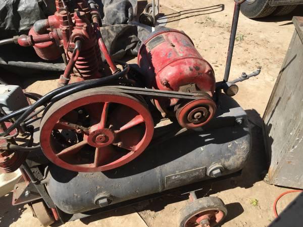 Photo Vintage Curtis Air Compressor 220V - $200 (Walla Walla)