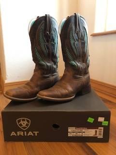Photo Women39s Ariat Boots, 8.5 M - $45 (Walla Walla)