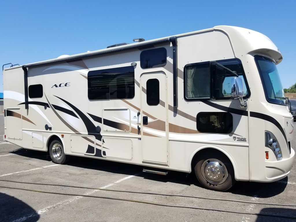 Photo Used 2017 Thor Motor Coach Class A RV  $89985