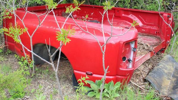 Photo 07 Dodge 8ft Dually Truck Bed  Bumper - $400 (Wilsey)