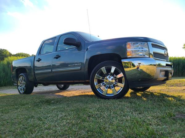Photo 2013 CHEVY 1500 CREWCAB TRUCK CLEAN WHEELS - $15495 (Junction City)