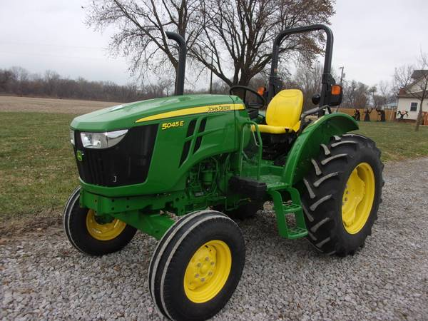 Photo 2018 John Deere 5045E Tractor - $16,400 (Saint Joseph, mo)