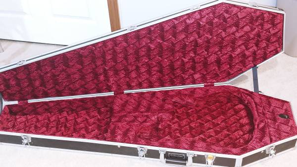 Photo Coffin Flight case for bass guitar - $150 (Blue Springs)