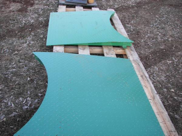 Photo Diamond plate Steel Pallet Wrapper Rs - $50 (Paola)