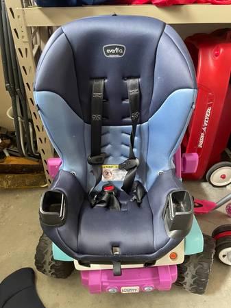 Photo Evenflo car seat (Miller Ranch)