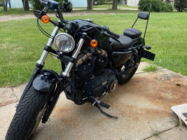 Photo Harley Davidson 2011 XL1200X Sportster 48 Darl Custom - $5,000 (Fort Riley)