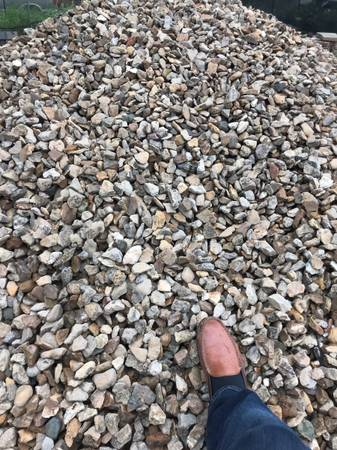 Photo KANSAS TAN DECORATIVE RIVER ROCK $750  LOAD 17-20 TONS  FREE DELIV - $700 (OVERLAND PARK)