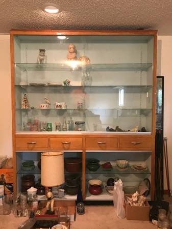 Photo SEARCHING FOR Front Load Glass Display Cabinet - $1 (Manhattan)