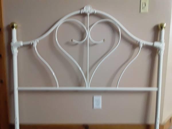 Photo nice white iron full headboard - $25 (Belvue)