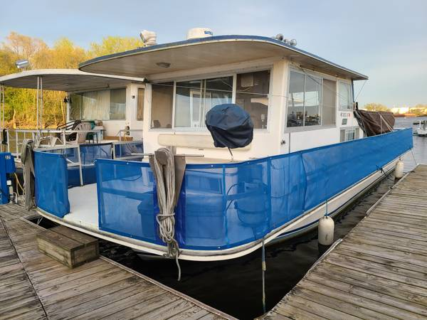 Photo 1974 Gibson Houseboat 4239, Storage Trailer, Equipment, Slip for Season - $14,000 (French Island, LaCrosse, WI)