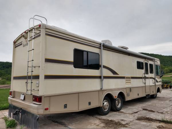 Photo 1997 FLEETWOOD BOUNDER - $16,500 (SOLDIERS GROVE)