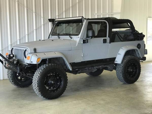 Photo 2005 Jeep Wrangler Unlimited LWB - Lifted - 4.0L - 6-Speed Manual - $17924 (La Crescent)