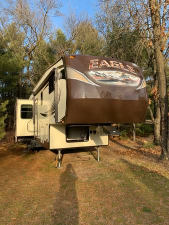 Photo 2014 Jayco 5th Wheel - $31,500 (Wisconsin Dells)