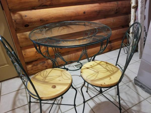 Photo 3 foot Pier 1 Metal Table with Glass Top and 4 Chairs Excellent Cond - $140 (DE SOTO)