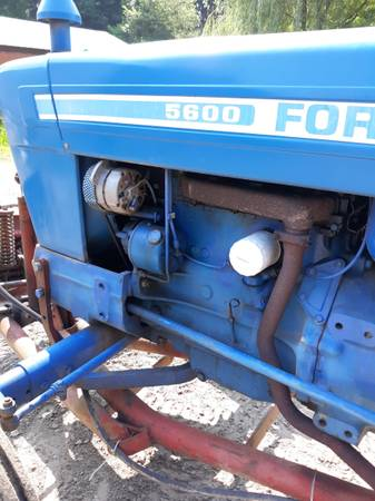 Photo 5600 Ford diesel tractor - $11,500 (Fountain city wi)