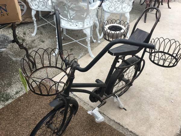 Photo Antique wrought iron garden art bike from Mexico for planters - $250 (Milwaukee)