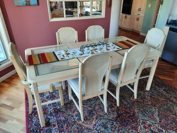 Photo Dining Table, 6 Chairs, Whitewashed Oak - $475 (La Crescent, MN)