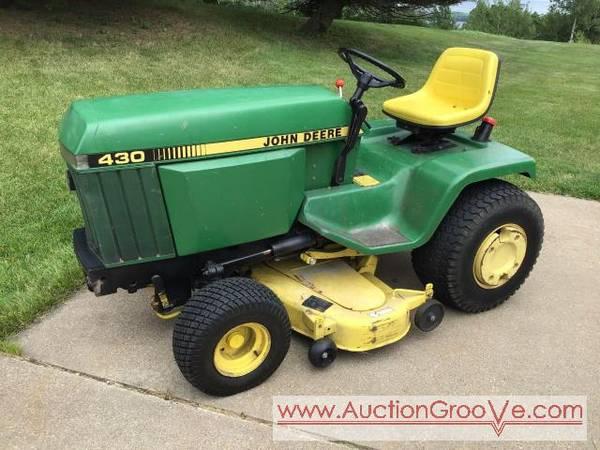 Photo John Deere 430 DIESEL lawn tractor (La Crescent, MN)