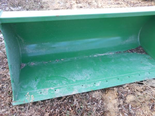 Photo John Deere 73 inch loader bucket new condition - $900 (elroy)
