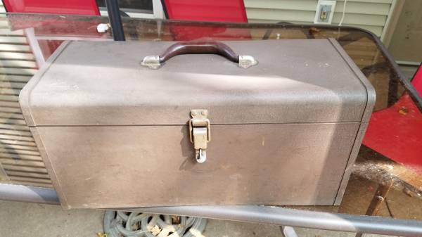 Photo KENNEDY K20 TOOL BOX - $25 (holmen)