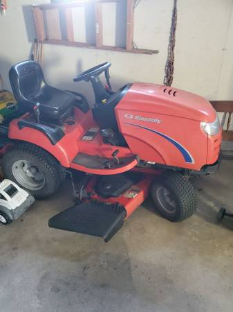 Photo LAWN MOWER Simplicity - $1,600 (Eitzen)
