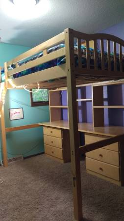 Photo Loft bed with desk and drawers - $500 (West Salem)