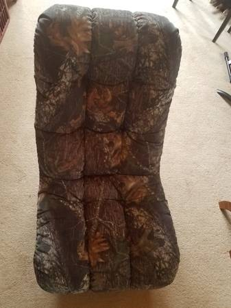 Photo Mossy Oak fabric Video Chair and Two Bean Bag Chairs - $40 (Tomah)