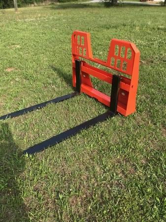 Photo Pallet forks and buckets for skidsteer - $600 (Reedsburg)