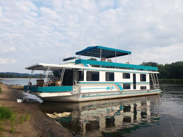 Photo Price Reduced  Lakeview Yacht Houseboat for Sale - $79,900 (La Crosse)