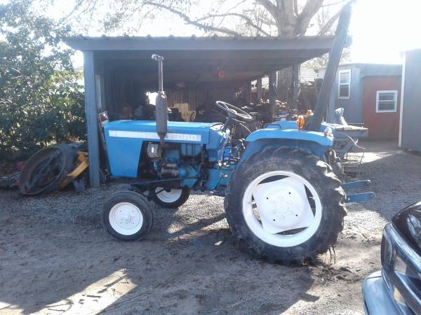 Photo 1979 Ford Diesel Tractor - $1,800 (Abbeville)