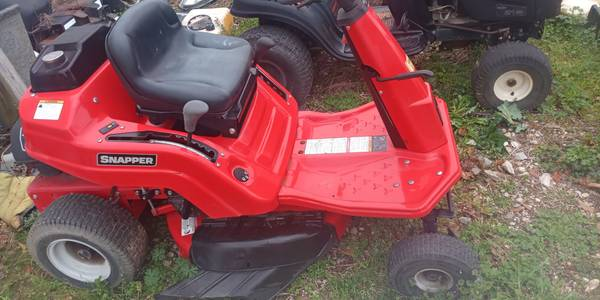 Photo 28quot Snapper riding mower - $700 (Carencro, La.)