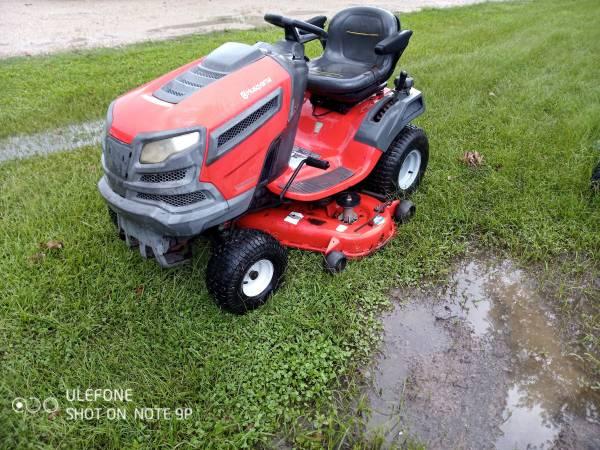 Photo 48quot Husqvarna riding lawn tractor mower - $1,200 (Carencro, la)