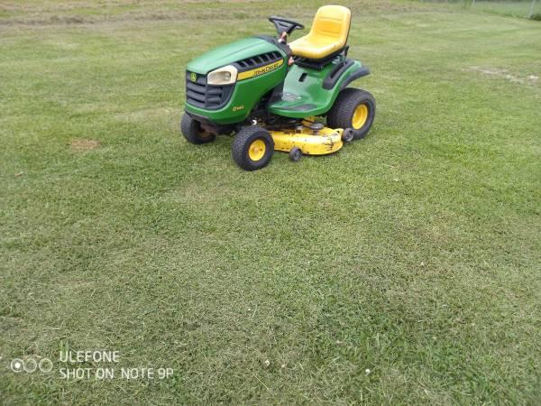 Photo 48quot John Deere riding lawn tractor mower - $1,100 (Carencro, La.)