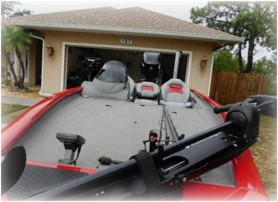 Photo BOAT NO TRAILER BOAT IS IN GOOD 2015 Bass Tracker - $1,600