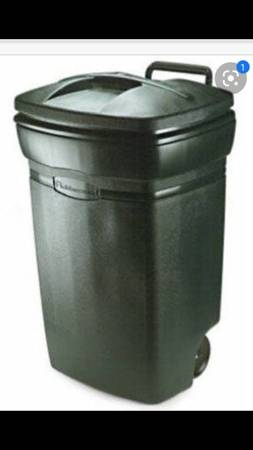 Photo ISO 45 gallon wheeled garbage canlid (Lafayette La)