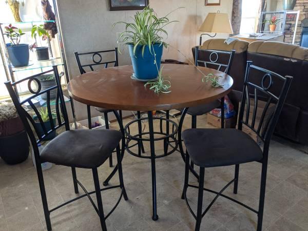 Photo Kitchen table  chairs - $75 (New Iberia)