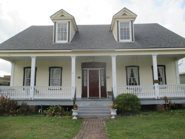 Photo Make your home in a house that has stood strong since the 180039s (Historic downtown Lafayette)