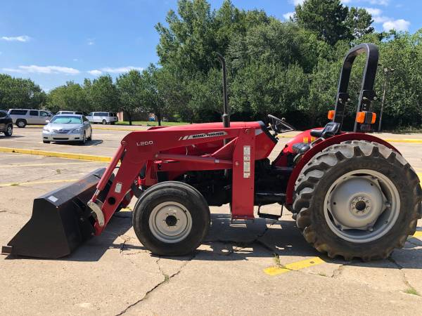 Photo Massey Ferguson 2605 Tractor 38HP 2WD Front End Loader Only 204 Hours - $11900 (Baton Rouge)