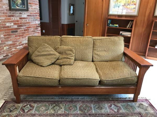 Photo Mission style sofa - $275 (New Iberia)