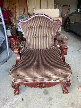Photo Victorian style arm chair - $60 (Youngsville)