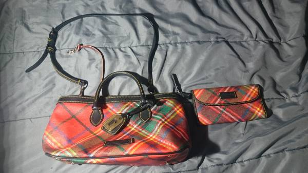Photo WOMEN39S Dooney  Bourke Purse and Wallet combo - $100 (Lafayette, La)